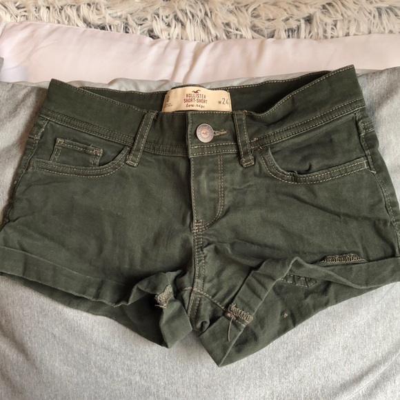 Hollister Pants - Hollister dark olive green low rise short short